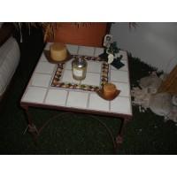 Mesa lateral com azulejos